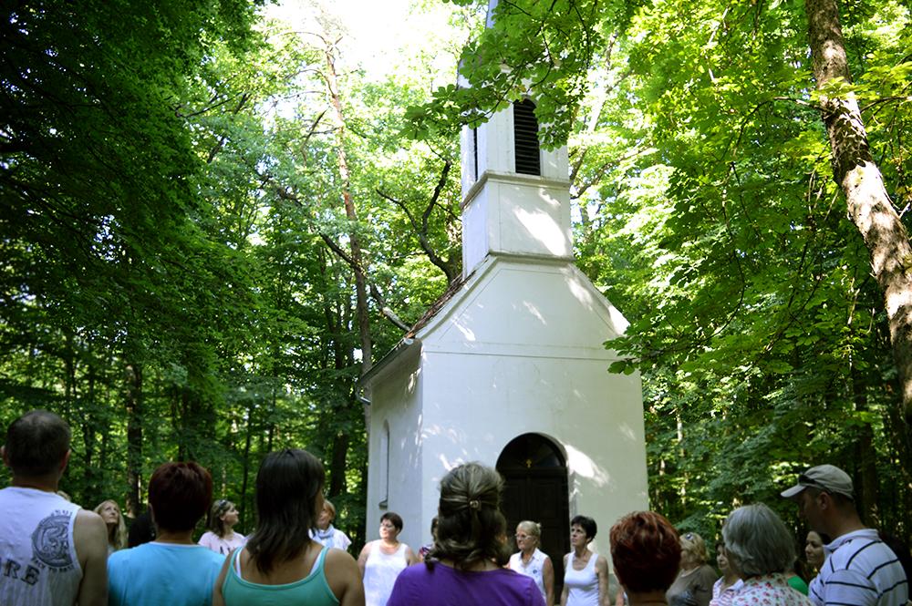 Kirándulás a Bakonaki-tó mellett lévő Szent Vid kápolnához Kálazi Ági vezetésével