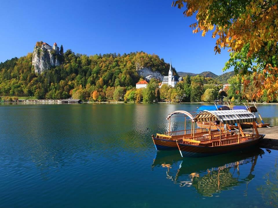 Bledről készült fénykép: Partmenti kikötő