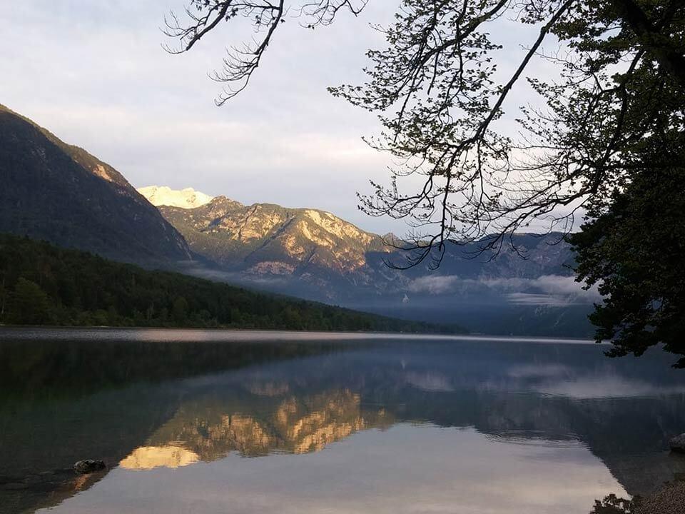 Bohinji-tónál készült fénykép: Bohinji-tó hajnalban