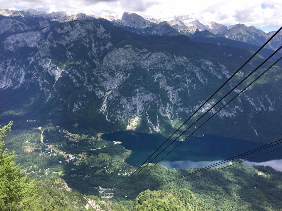 Bohinji-tónál készült fénykép: Látkép a kabinos felvonóból