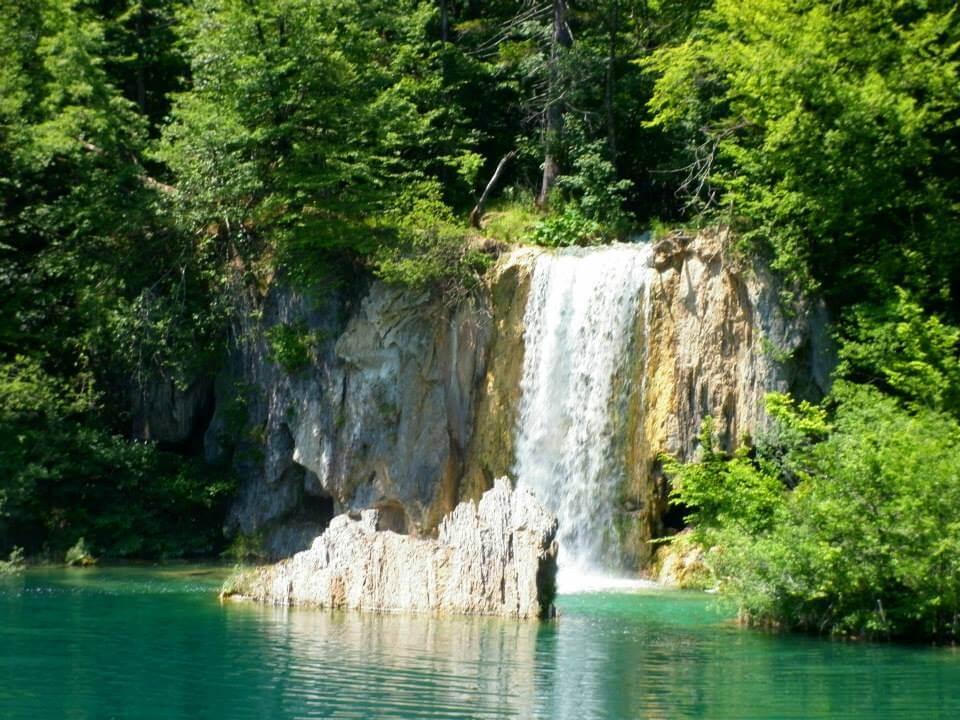 Plitvicei kiránduláson készült fénykép: Csodálatosan tiszta, békés természet