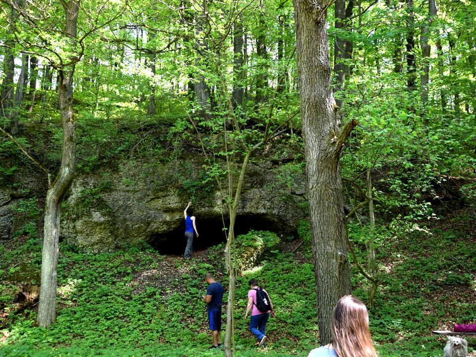 A Lélek és Természet hétvégén készült fénykép: Patak melletti barlang